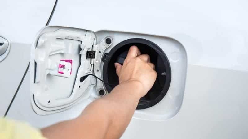 How to clean a fuel tank