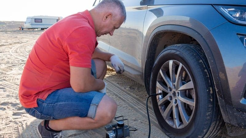 how to check tire pressure with gauge