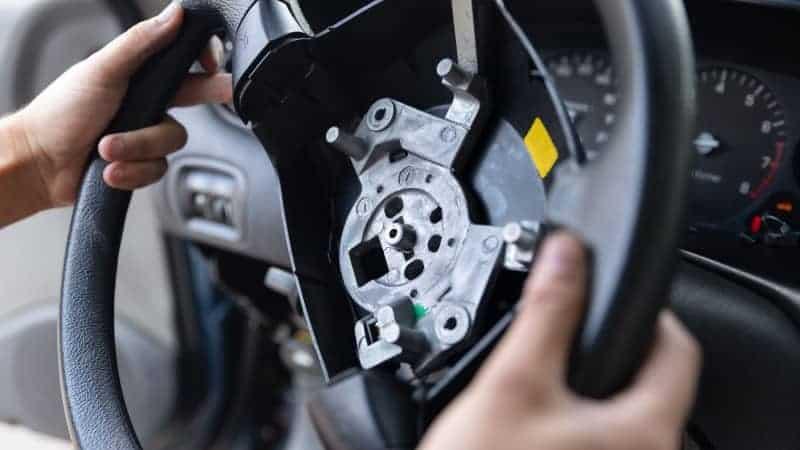 how to lock steering wheel