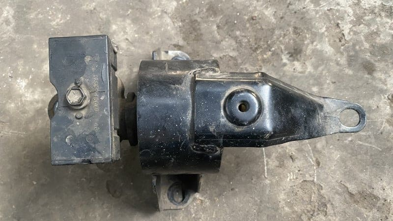 Symptoms of Bad Engine Mount