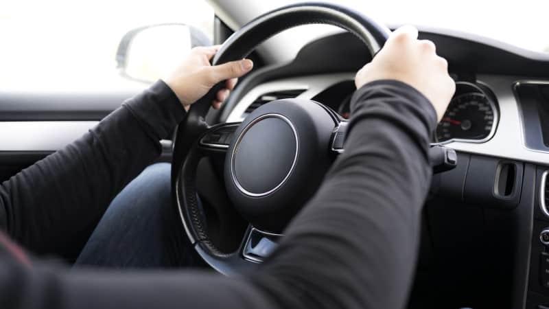 steering wheel shakes low speeds