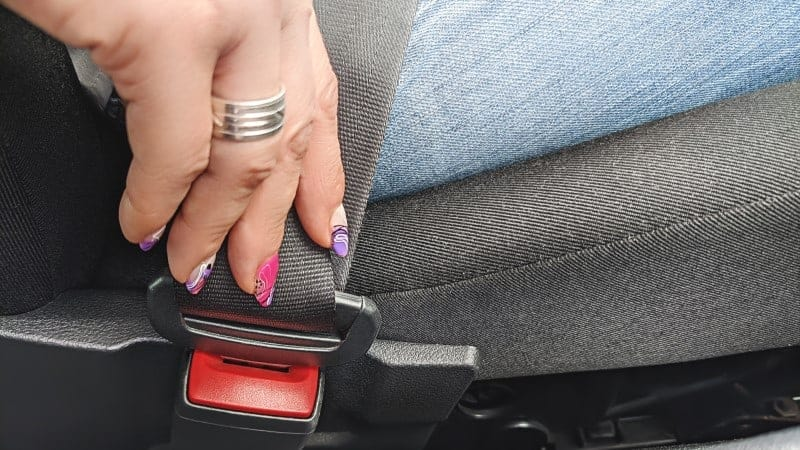 seat belt sticking when pulling out