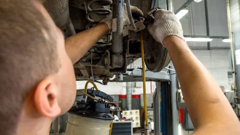 how to bleed rear drum brakes